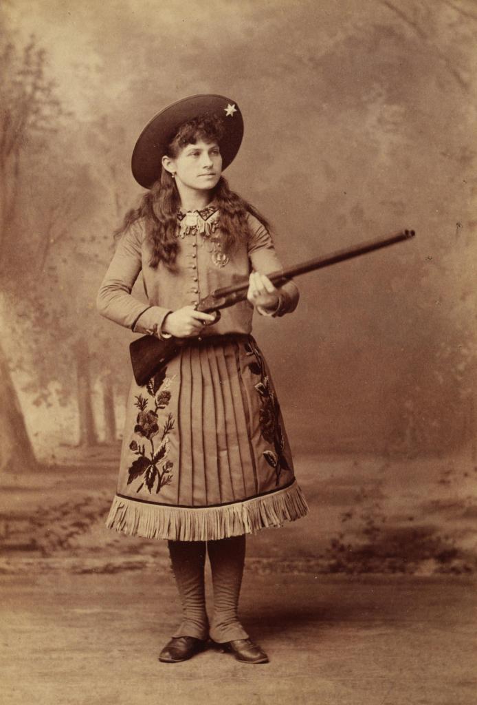 Annie_Oakley_1888-694x1024
